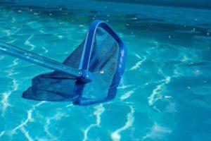 Qual o objetivo da peneiração da piscina? Entenda a importância